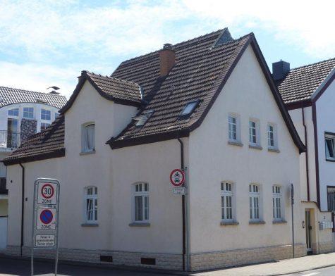 Griesheim, attraktives, charmantes Wohnhaus mir mehreren Mietverhältnissen zur Anlage, 64347 Griesheim, Mehrfamilienhaus