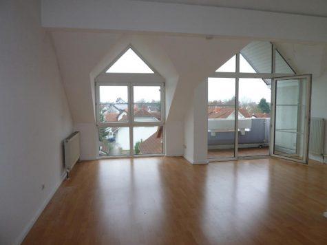 Groß Gerau, schicke 2 ZI. ETW im Dachgeschoss mit Ausblick, 64521 Groß Gerau, Dachgeschosswohnung