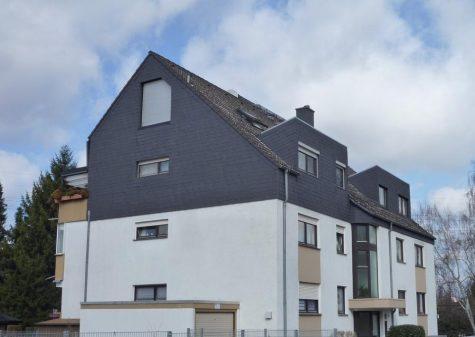Frankfurt, freundliche 4-Zi-Dachgeschoss ETW mit Balkon sowie Garage und Stellplatz, 65934 Frankfurt, Dachgeschosswohnung